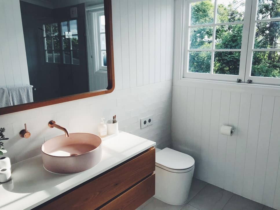 bathroom design with lines and space