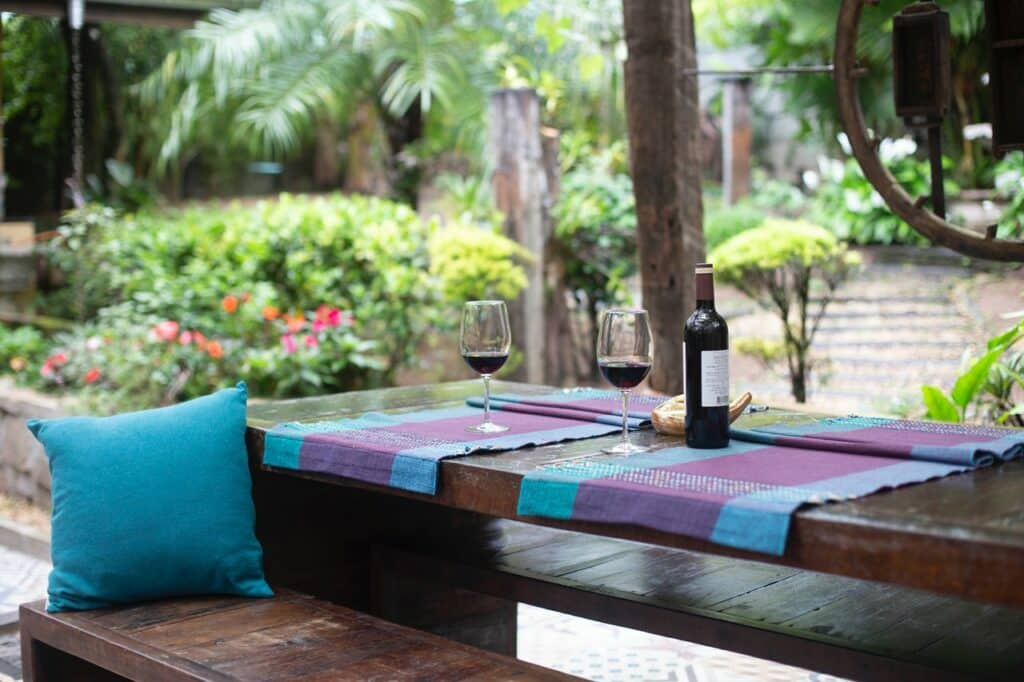 outdoor dining small backyard landscaping ideas