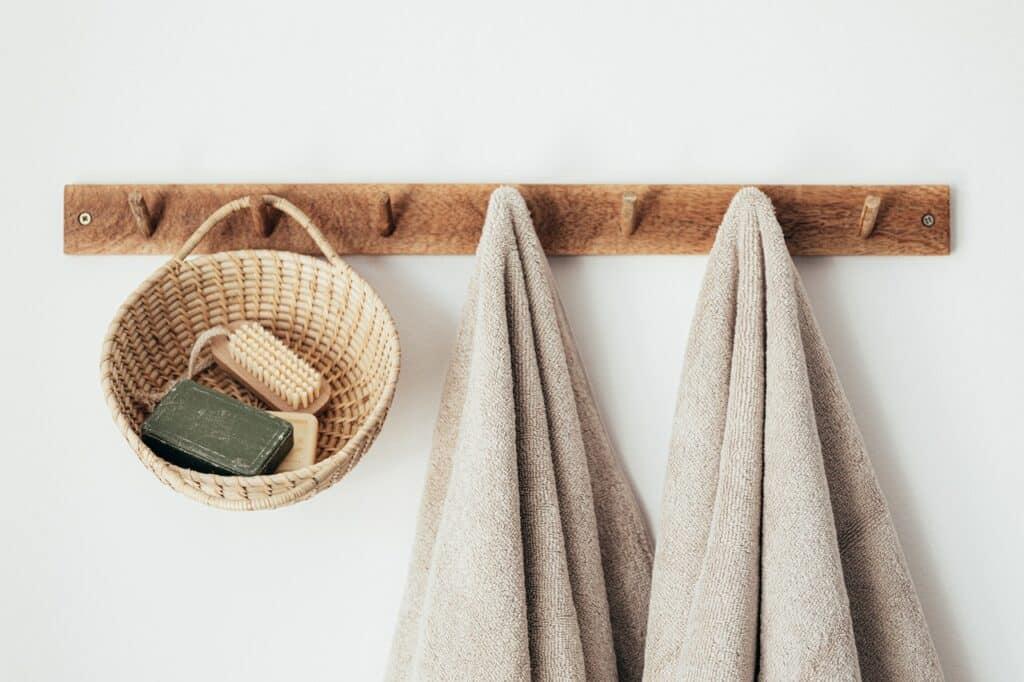 towel rack DIY bathroom decor ideas