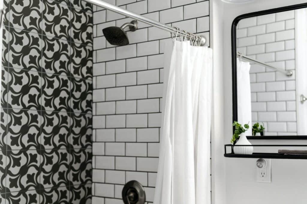small bathroom layout ideas angle
