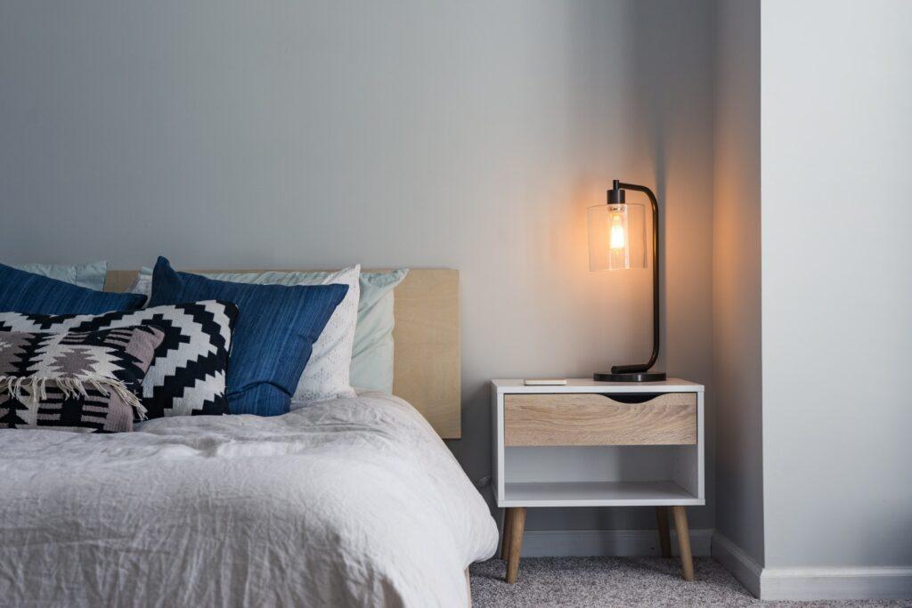 guest bedroom lighting