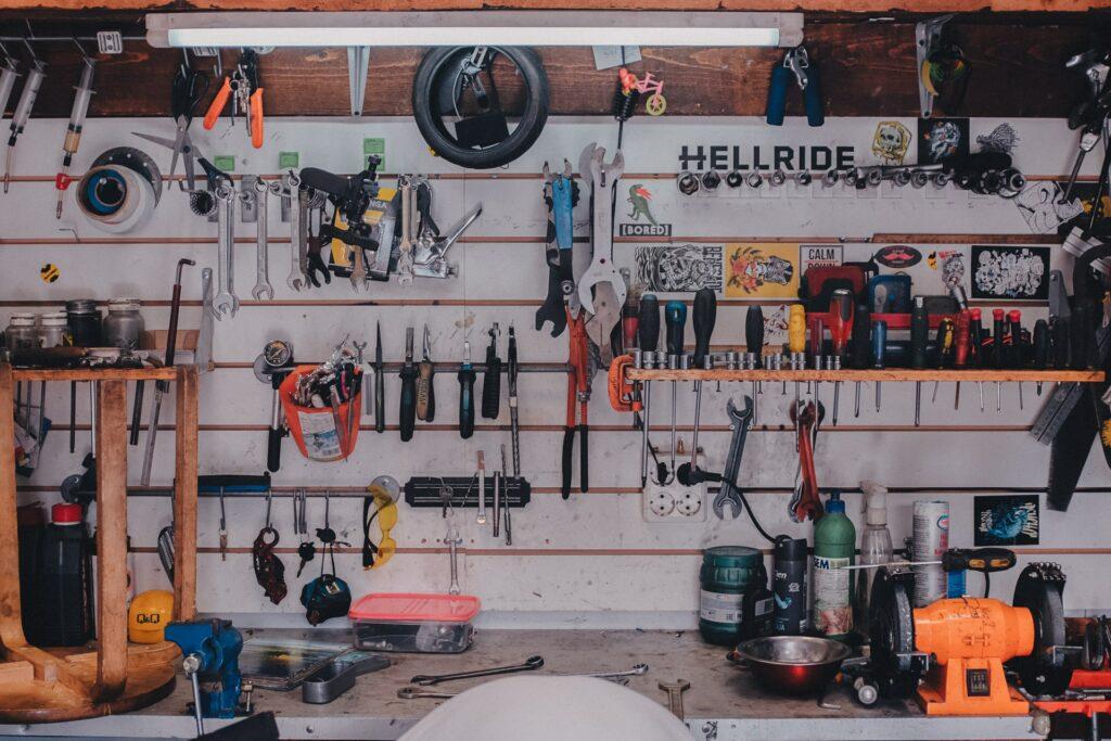 hang tools garage