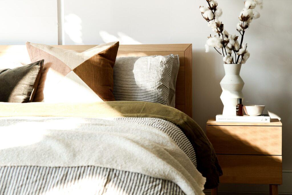 minimal guest bedroom furniture